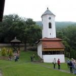 016 U porti manastira Vujna-800