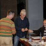 Cedomir Biukovic urucuje Vladimiru Mijailovicu AFIAP zvanje